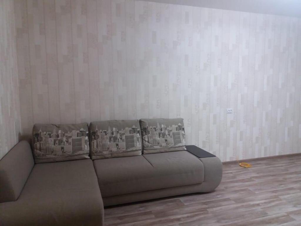 A seating area at Квартира посуточно