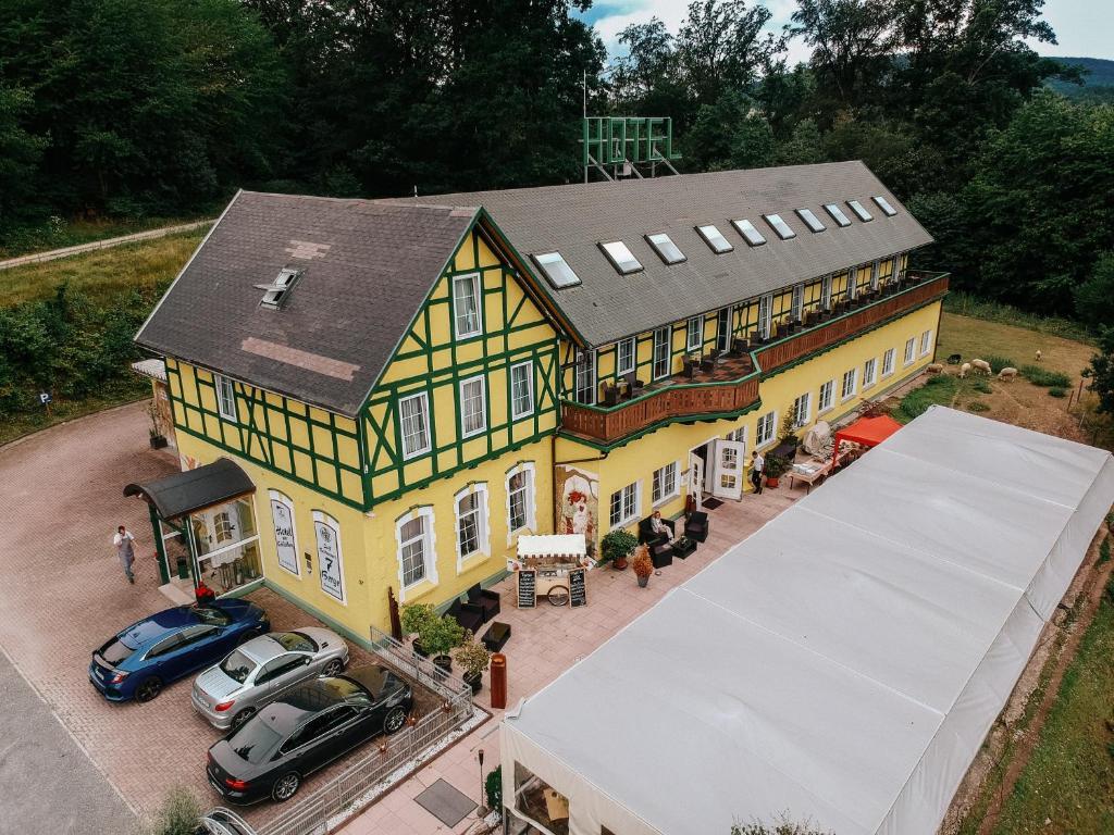 Blick auf Hotel Restaurant 7 Berge am Schlehberg aus der Vogelperspektive