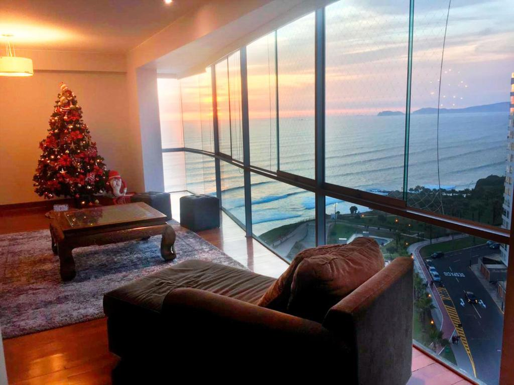 A seating area at Duplex Panoramic Ocean view 4 bedroom in Miraflores