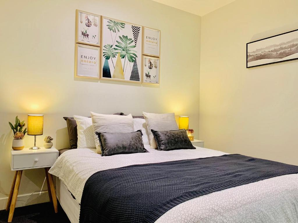A bed or beds in a room at The Scandi by OMI Homes, Melbourne CBD