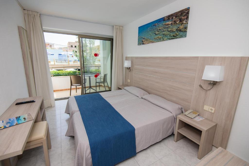Een bed of bedden in een kamer bij Hotel Bella Mar