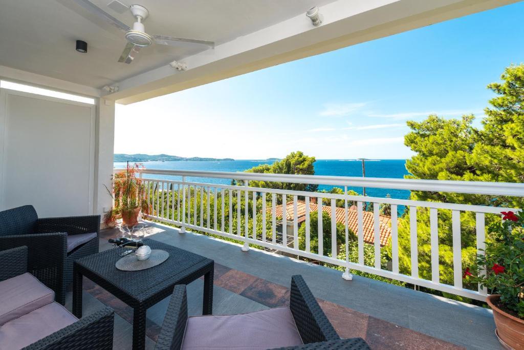 A balcony or terrace at Apartment Bobara