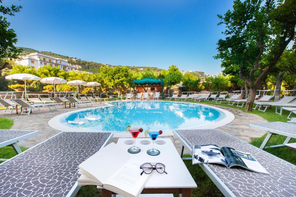 Der Swimmingpool an oder in der Nähe von Hotel Antiche Mura