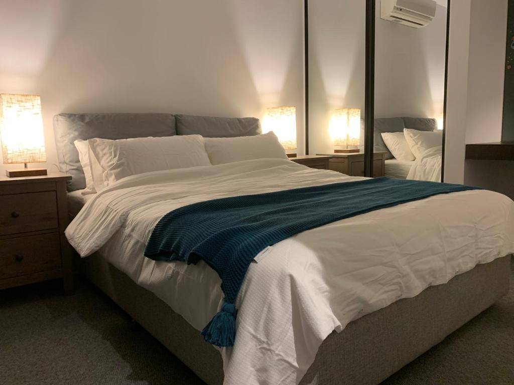 A bed or beds in a room at Bright-Victoria One