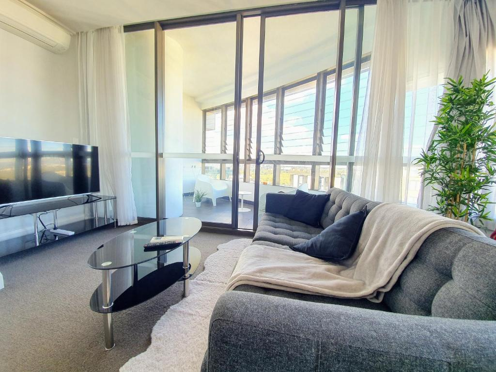 A seating area at Luxury Level 2-bed 2-bath City View Apt in Olympic Park