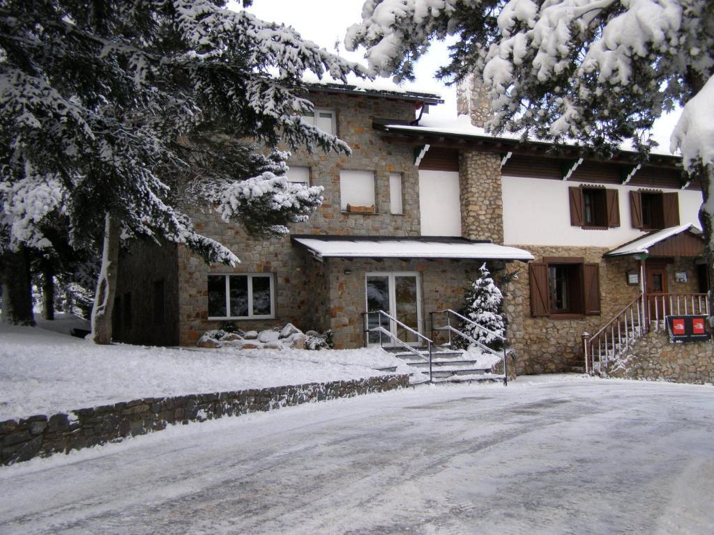 Residència Esportiva Els Isards en invierno