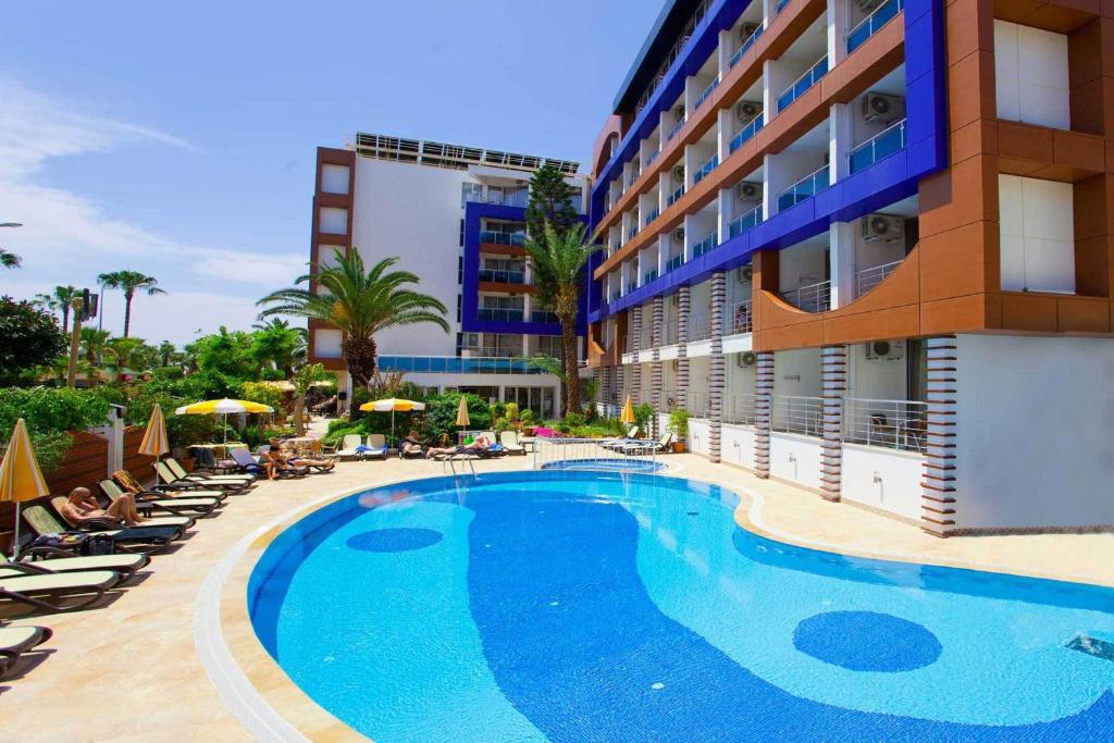 Der Swimmingpool an oder in der Nähe von Gardenia Hotel