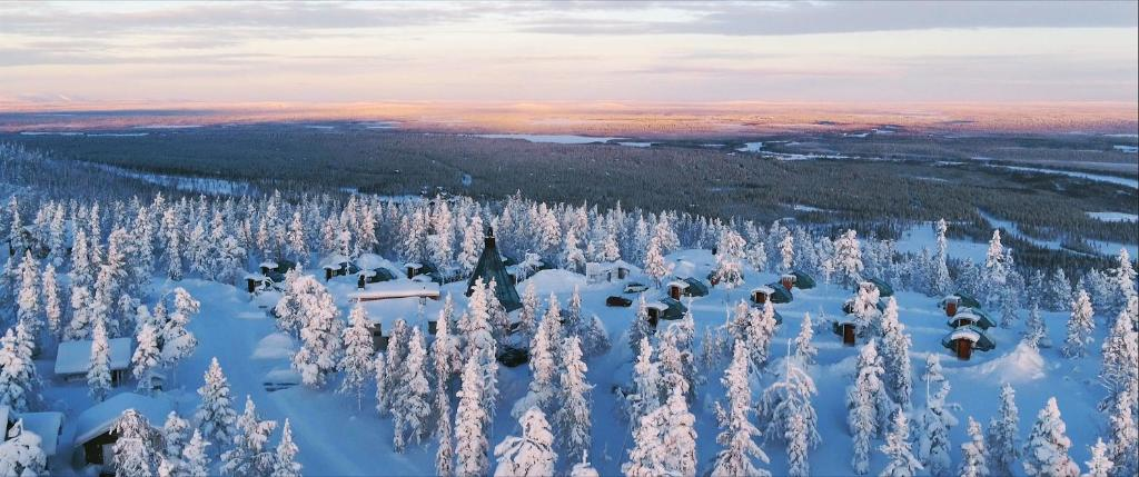 Golden Crown - Levin Iglut during the winter