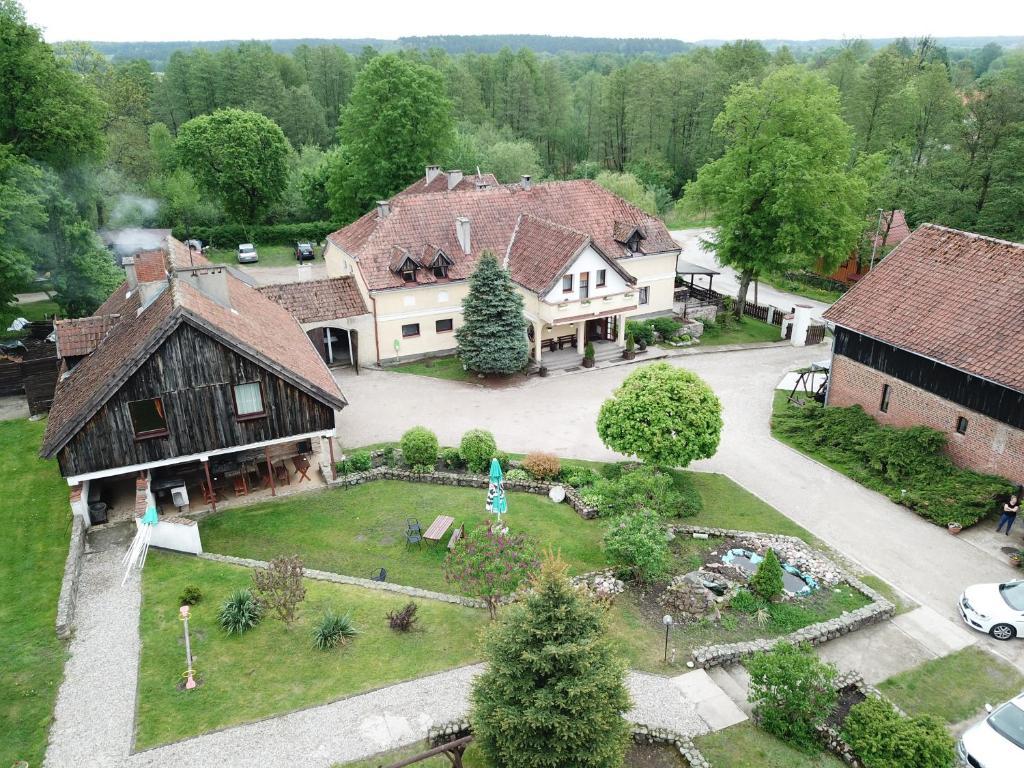 Widok z lotu ptaka na obiekt Folwark Tumiany Pokoje & Restauracja