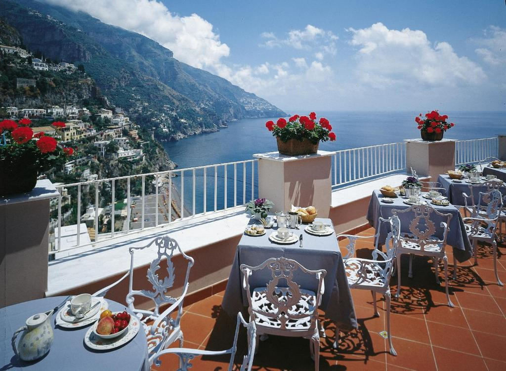 A restaurant or other place to eat at Hotel Casa Albertina