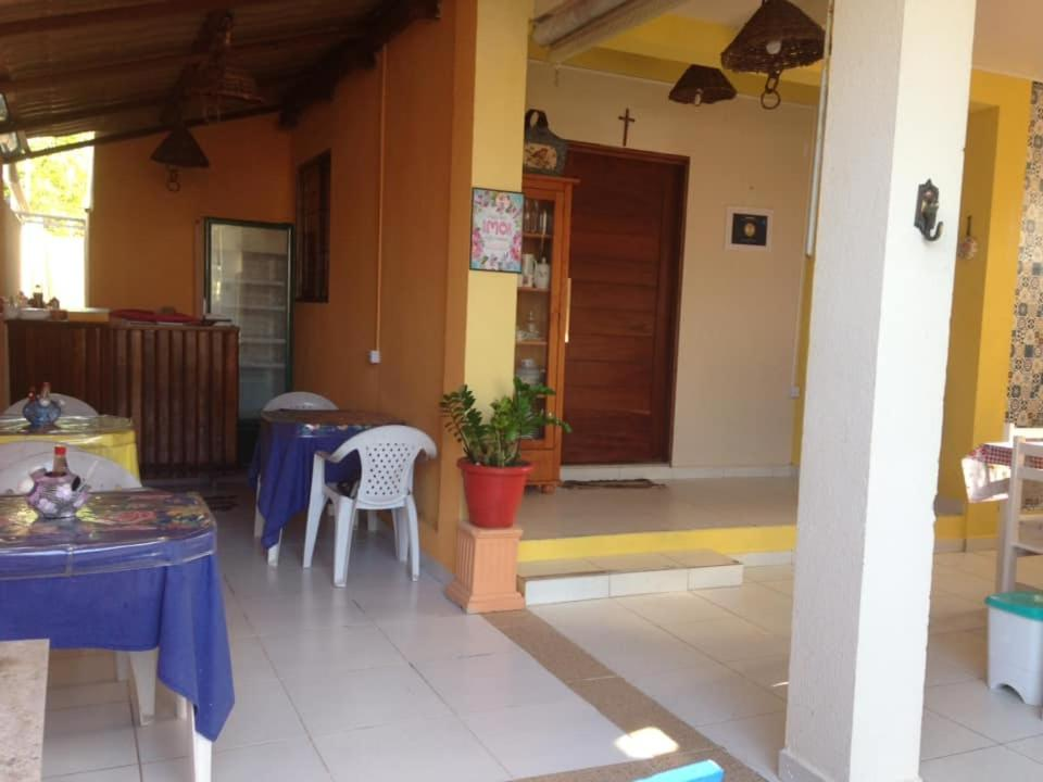 A restaurant or other place to eat at Pousada Sua Casa