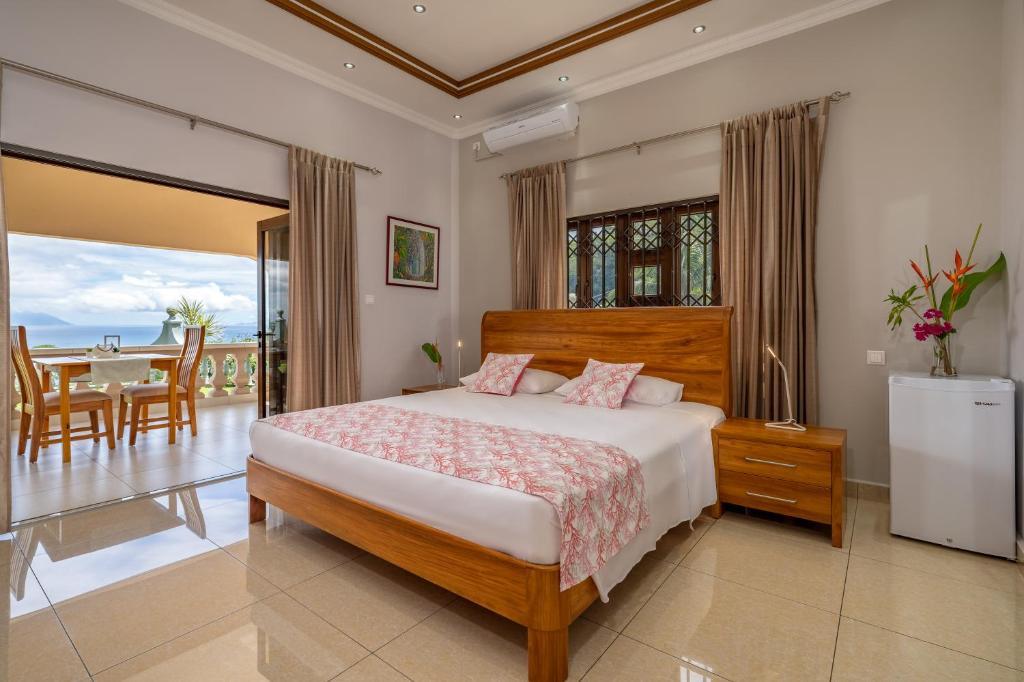 Кровать или кровати в номере Calm Sorento