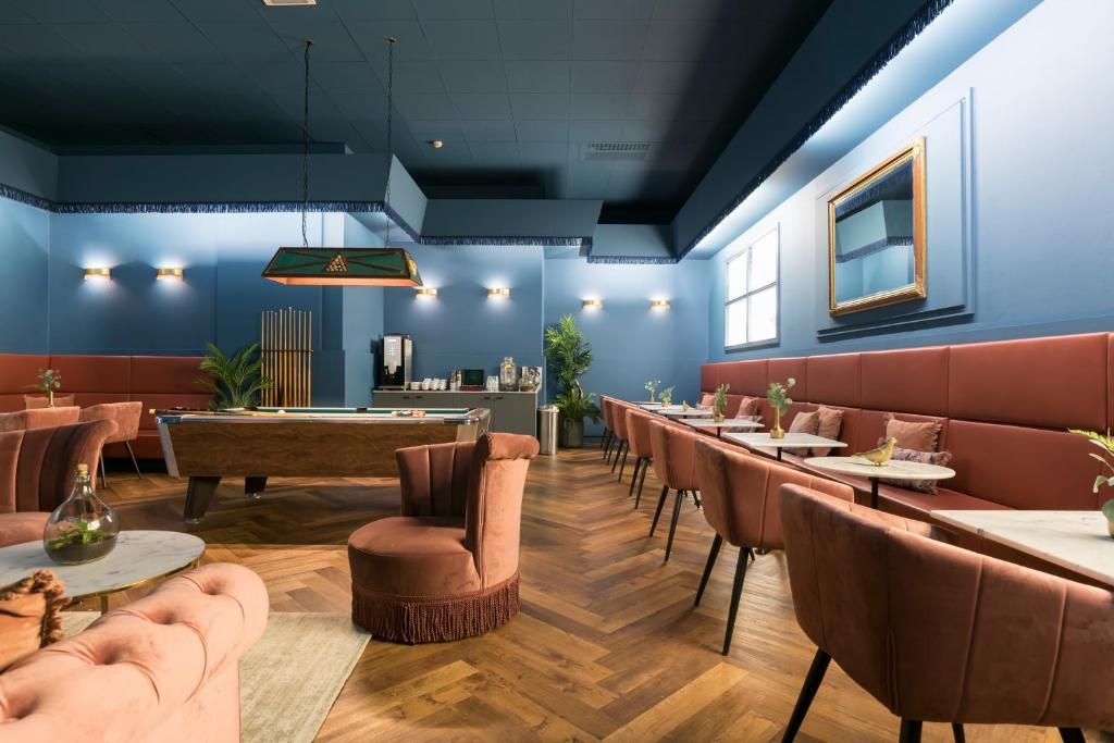 De lounge of bar bij Savoy Hotel Amsterdam