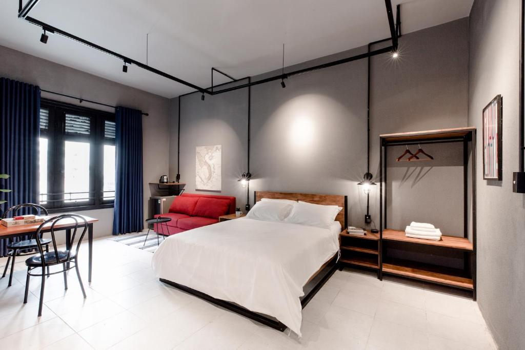 A bed or beds in a room at CIRCADIAN Industrial Studios on Nguyen Hue