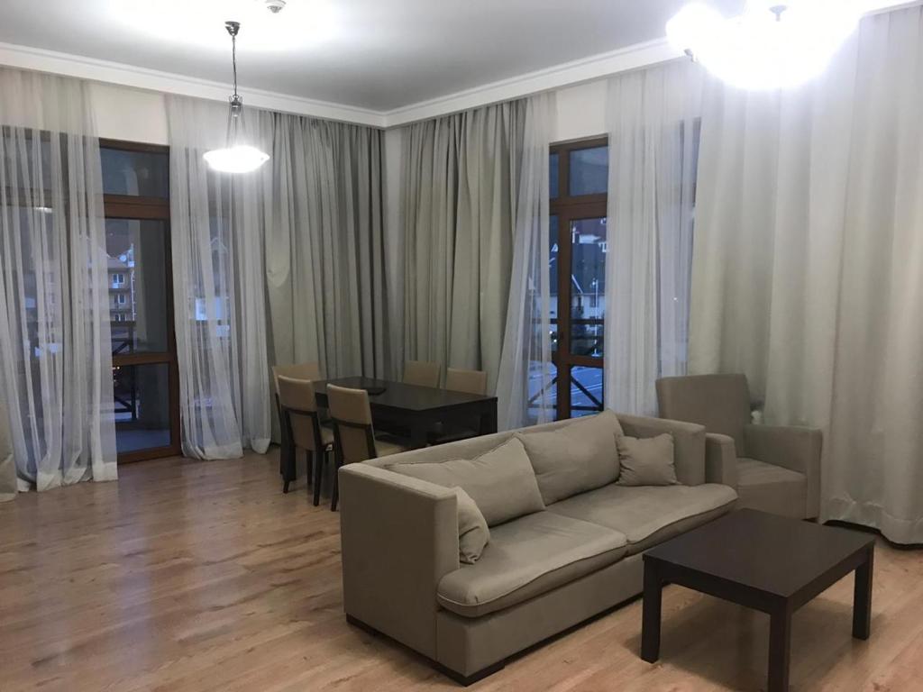 Гостиная зона в Gorky Gorod Apartment