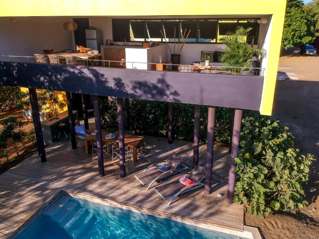 Uma vista da piscina em Bohemi Villa's ou nos arredores