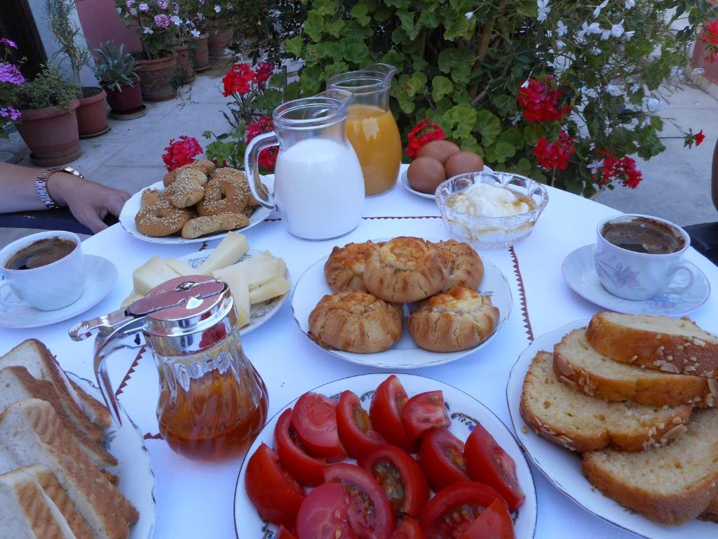 Breakfast options available to guests at Arhontiko In Arhanes