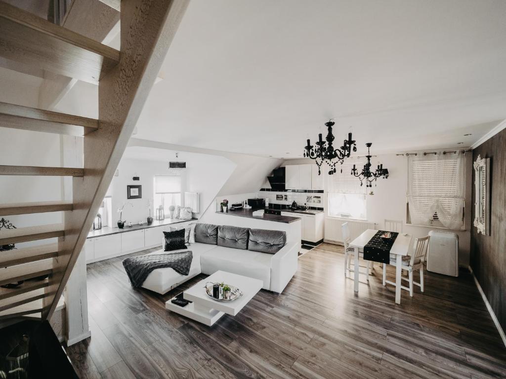 A seating area at Apartament Rynek Pniewy