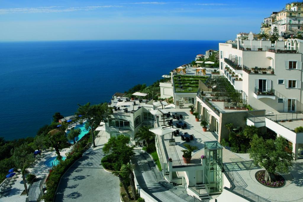 Een luchtfoto van Hotel Raito Wellness & SPA