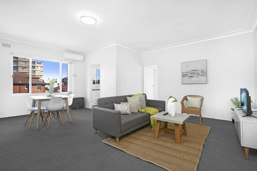 A seating area at 9 South Pacific 2 Bedrooms