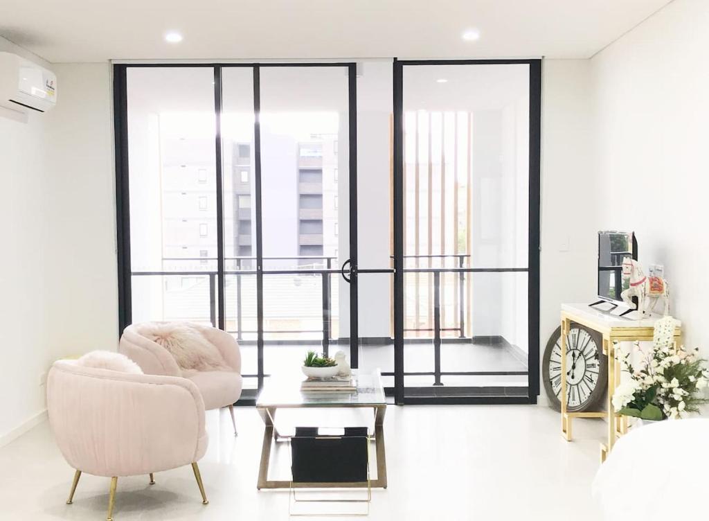 A seating area at 206 Kalina Apartments 1 Bedroom