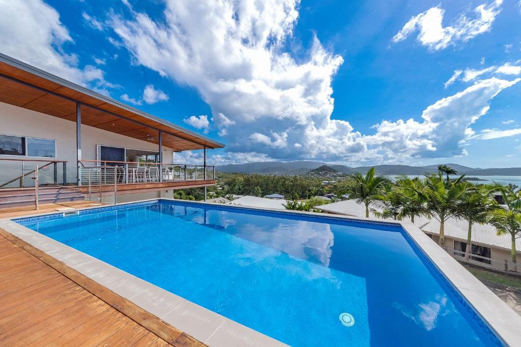 The swimming pool at or near Viewpoint Holiday Home - Cannonvale