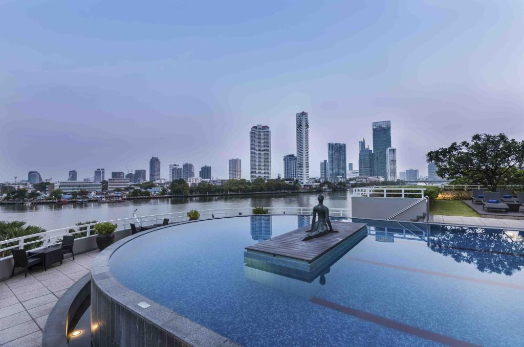 The swimming pool at or near Chatrium Hotel Riverside Bangkok
