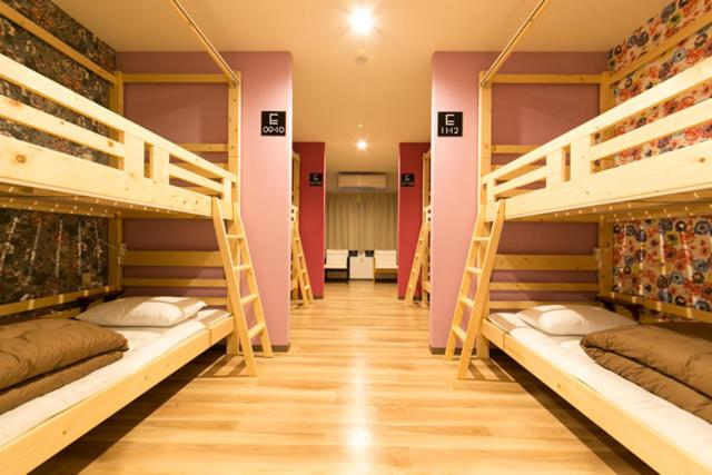 A bunk bed or bunk beds in a room at Guest House Rojiura