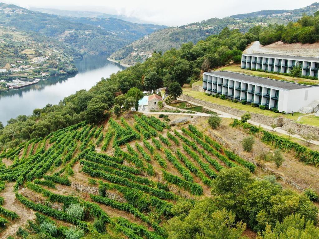 A bird's-eye view of Douro Palace Hotel Resort & SPA