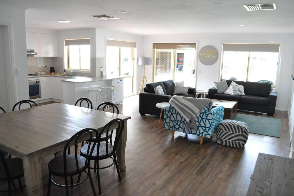 A seating area at Glencoe Getaway