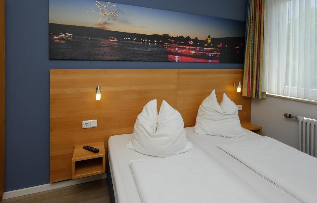 A bed or beds in a room at Hotel Pinger