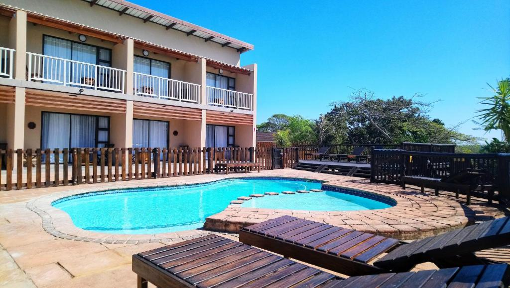 The swimming pool at or close to Hippo Lodge Apartments