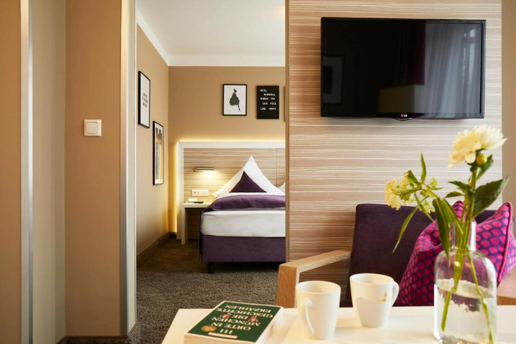 A television and/or entertainment center at Hotel Mirabell by Maier Privathotels
