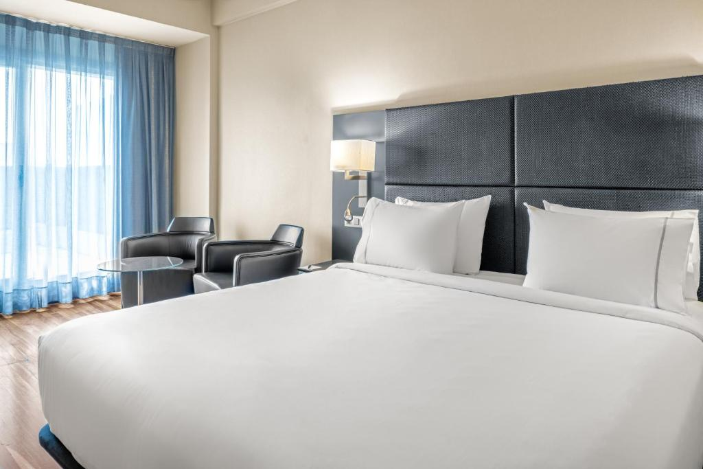 A bed or beds in a room at AC Hotel General Alava