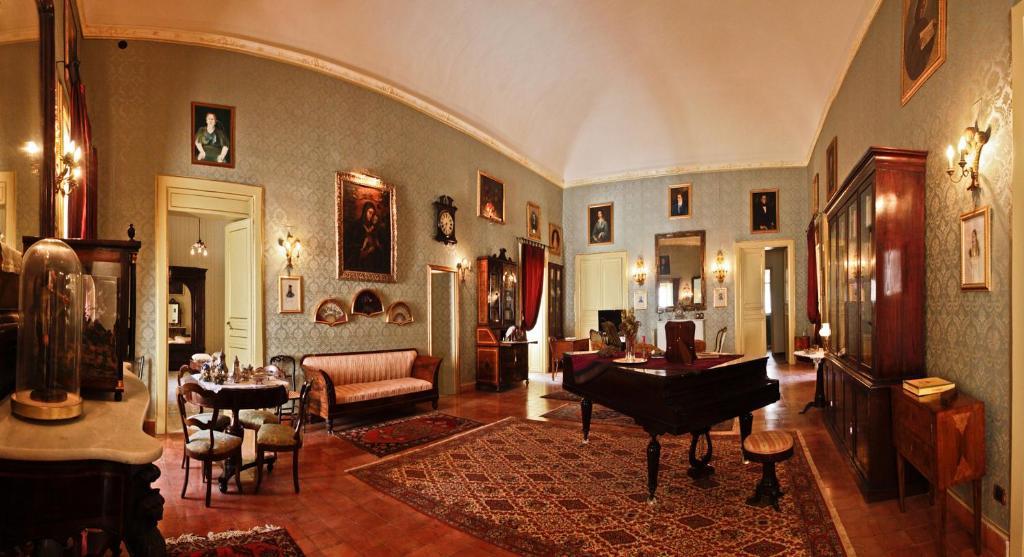 A seating area at Casa Barone Agnello