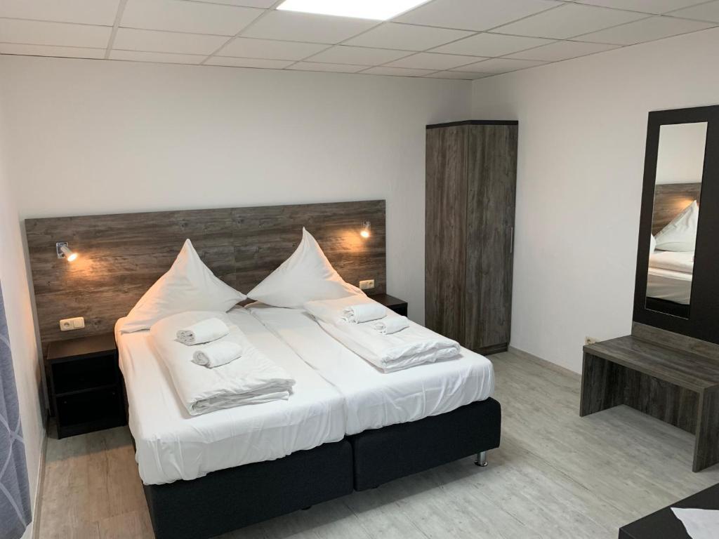 Ein Bett oder Betten in einem Zimmer der Unterkunft Casino Hotel Hamm