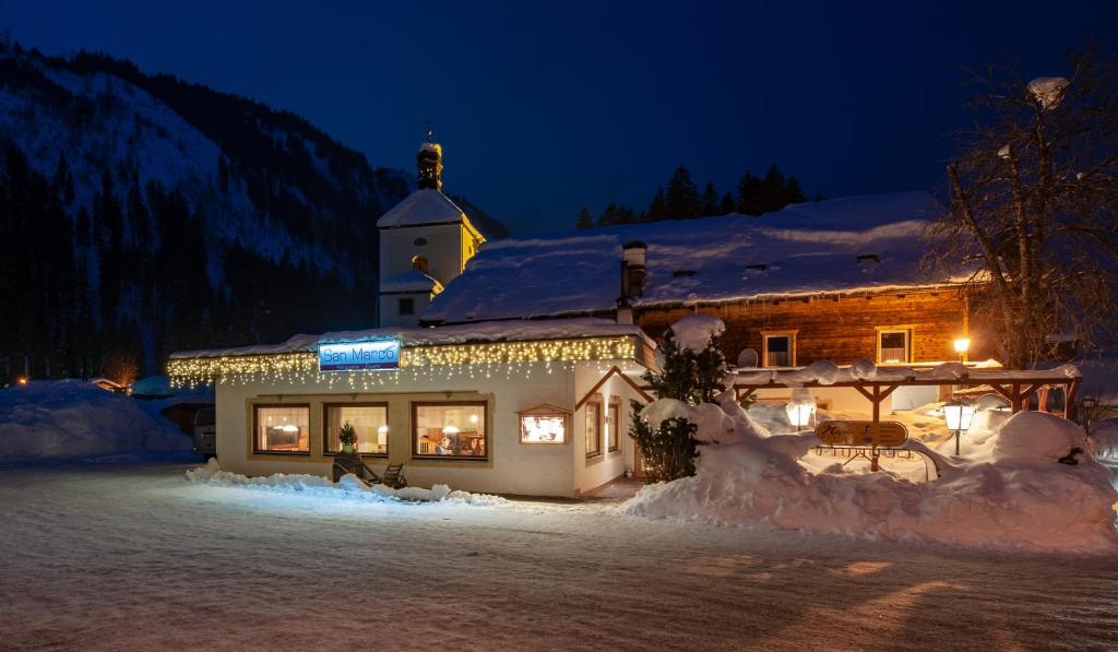 Gasthaus Traube during the winter