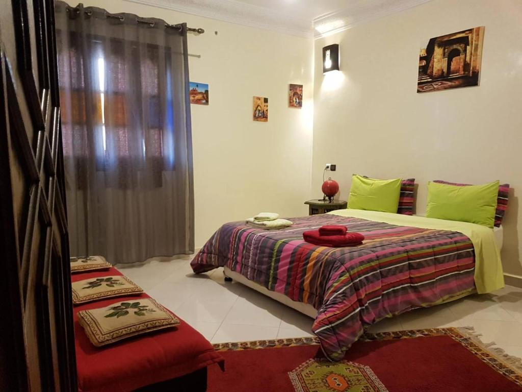 A bed or beds in a room at Zwina Appart: A Small, Cozy Family Nest