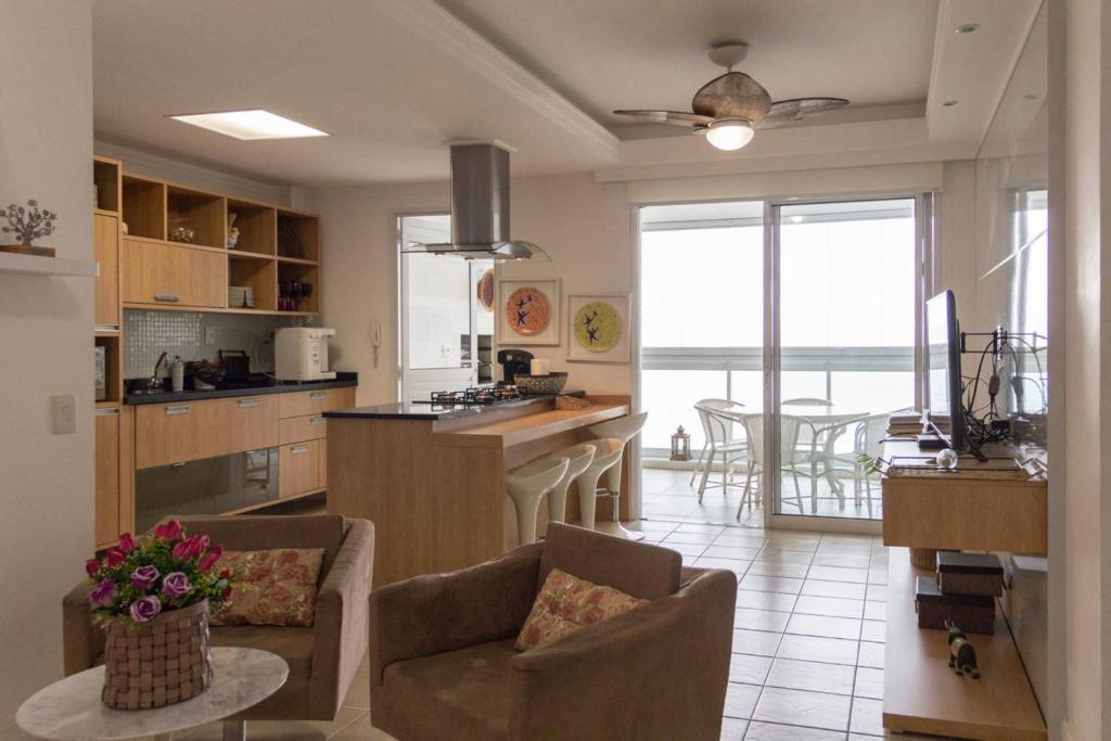Lindo apartamento frente para o mar