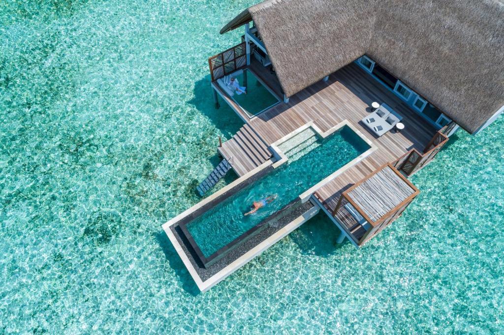 A bird's-eye view of Four Seasons Resort Maldives at Landaa Giraavaru