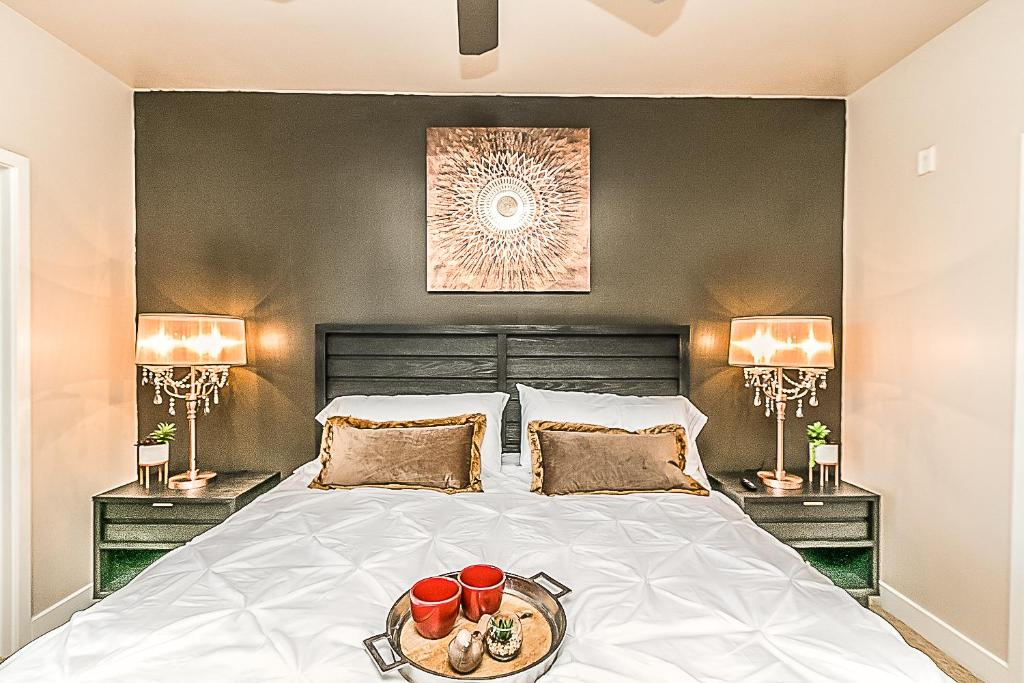 Palacio Luxury 2 bedroom Unit~Resort Pool~Amazing Gym with Parking,