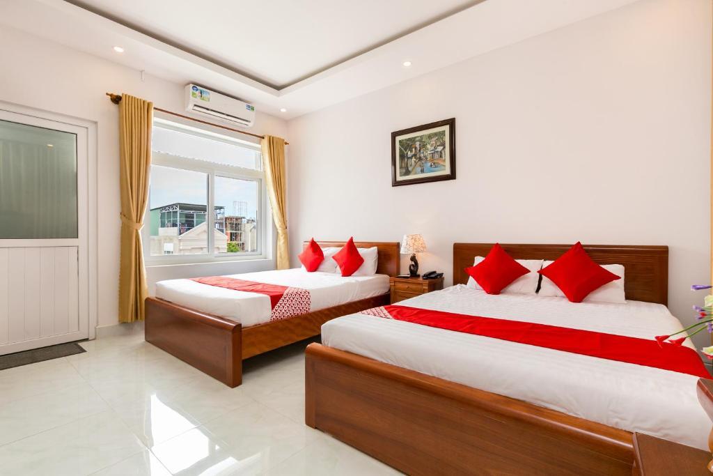 Giường trong phòng chung tại Sea Beach Hotel