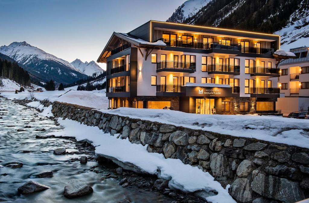 Hotel Modern Mountain during the winter