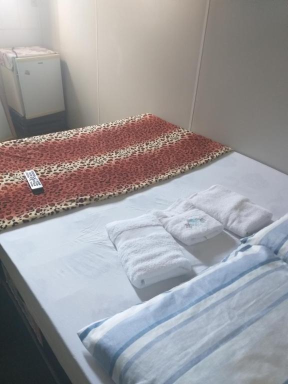 A bed or beds in a room at Pousada Bem Viver de Itaperuna