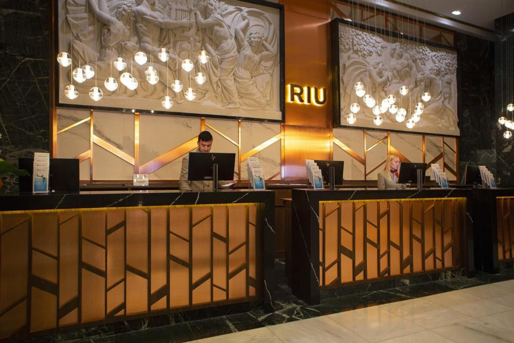 The lobby or reception area at Riu Plaza España