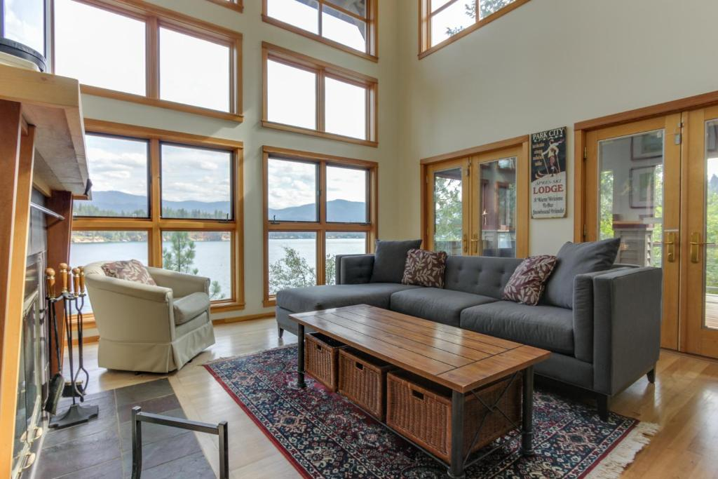Starling Lake House