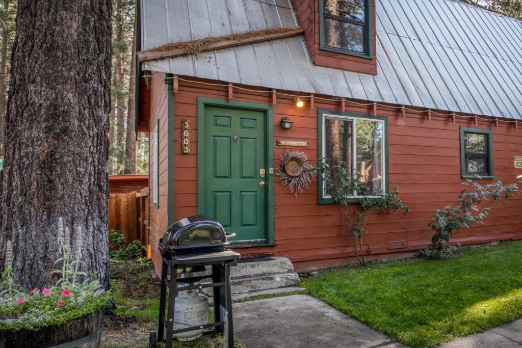 Spruce Grove Prospector Cabin