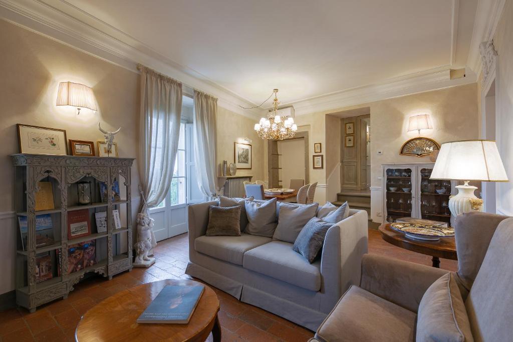 A seating area at La Casa di Edoardo