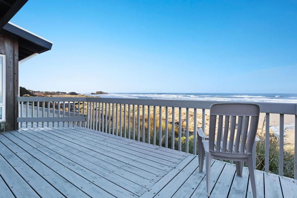 A balcony or terrace at Spindrift Oceanfront Home - The Starboard