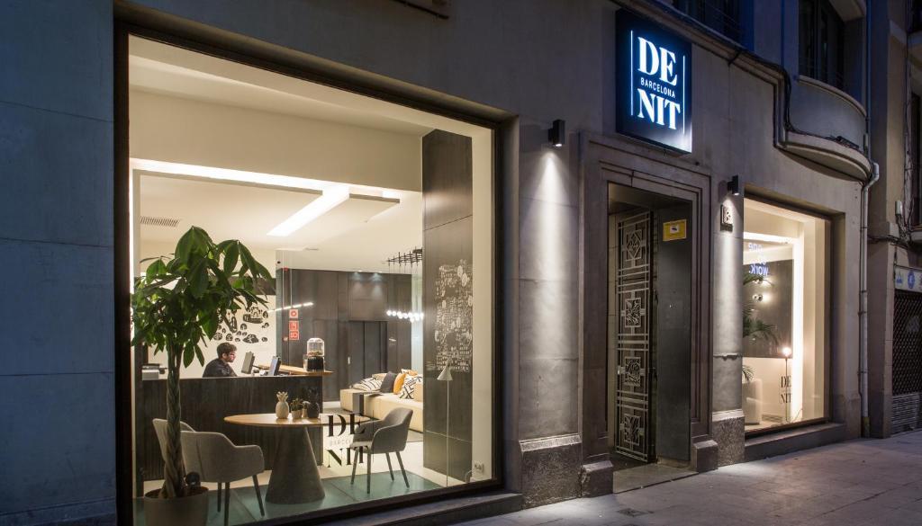 Ein Restaurant oder anderes Speiselokal in der Unterkunft Hotel Denit Barcelona